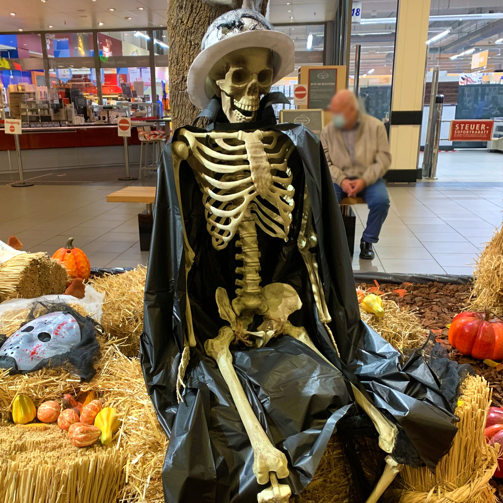 Halloween Dekoration Kurpfalz Center Mannheim